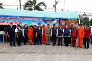 รองผู้ว่าราชการจังหวัดชลบุรี พร้อมนายอำเภอศรีราชา ตรวจเยี่ยมจุดตรวจบริการประชาชนหน้านิคมเหมราชบ่อวิน