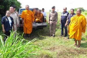 จับพิรุธ!! พระกัมพูชา 4 องค์ ลอบเข้าไทยมาบิณฑบาตร อาศัยอยู่ในป่าข้างทาง