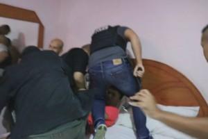 ตำรวจชุดปักกลด สถานีตำรวจภูธรบ่อวิน ศรีราชา บุกจับพ่อค้ายาบ้าคารีสอร์ทในพื้นที่ พร้อมขยายผลจับกุมผู้ค้าที่นัดเอายาบ้ามาส่งได้อีก 2 ราย